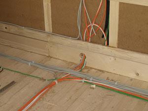 Okablowanie elektryczne w konstrukcji drewnianej to problem