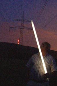 Lampa fluorescencyjna pod liniami wysokiego napięcia