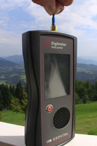 Sonda pola elektromagnetycznego wysokich częstotliwości Geovital Digimeter – miernik do oceny narażenia ciała człowieka na promieniowanie elektromagnetyczne wysokich częstotliwości pochodzące z nadajników
